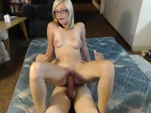 18yo blondie with tattoos strokes and screws on livecam