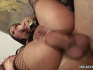 Dramatic black haired slut acquires a 10-Pounder underneath her wicked booty