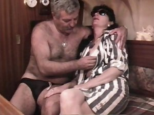 Vintage French sex movie scene with a older unshaved match