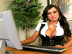 Slutty office doxy gratified by large pointer
