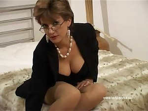 In sofa with a sexy milf Sonia