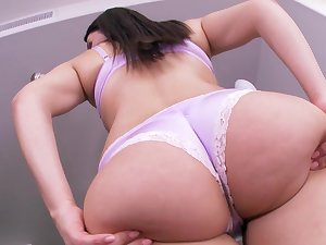 Sleasy cook-room solo all the while curvy Valentina Nappi