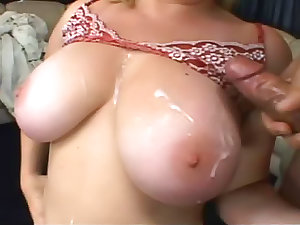 Curvy lassie fuck and cum on love bubbles
