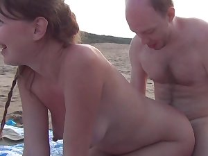 Non-professional blond is engulfing a difficult wang