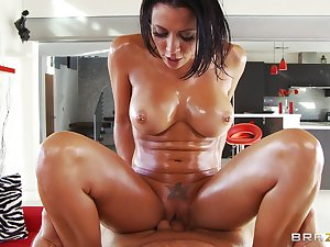 Shape oiled chick Rachel Starr drilled hardcore