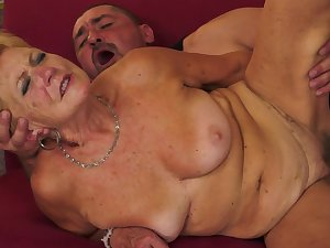 Delightsome Granny us engulfing a difficult rod
