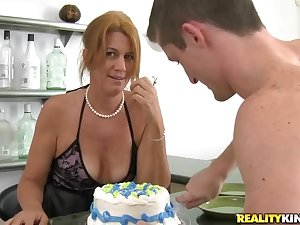 Milf ends with vast facial