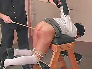 Schoolgirl caning makes her injury so ugly