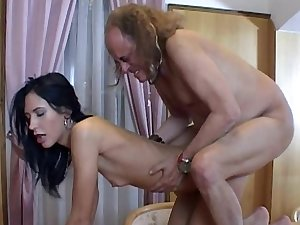 Hot dark brown Marjory banging with an grandpa