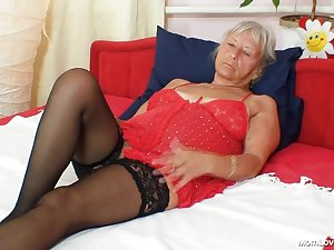 Hot granny in nylons masturbating her ravishing muff