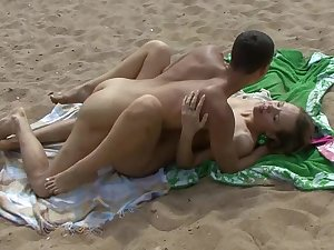 Hawt tandem is fucking on the sand