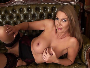 Breasty milf Leigh Darby is posing on the daybed