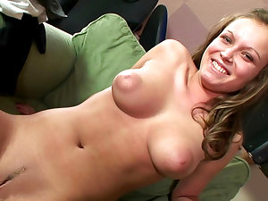Lovable playgirl Lesperansa is showing off her puss