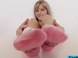Feetluv - golden-haired demonstrates u her pinkish socks and naked feet