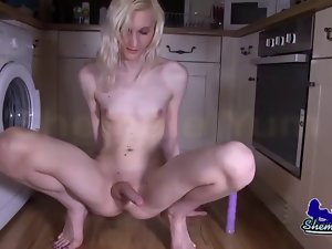 Blonde English Tranny Lexi Lewis