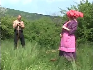 Granny screwed in the fields