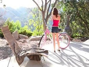 Cramp angel Lexi Flower exposed off and fingering outdoors