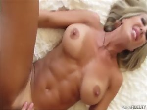 Impressive Cougar Brandi Devotion Screwing By The Tub